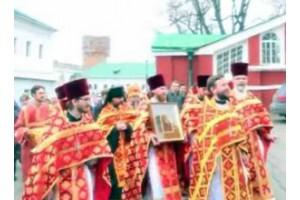 Крестный ход в Новодевичьем монастыре на Антипасху 2012 года